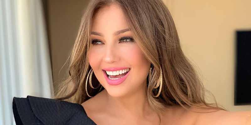 """Thalía estremece Instagram con 'bikinazo', corona y una indirecta: """"Cuando tú me tocas, todo se me mueve"""""""
