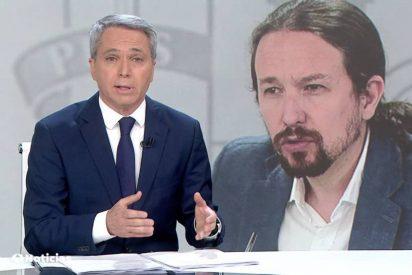 Iglesias vuelve a usar el panfleto de Dina para hostigar a Vallés a cuenta de una noticia sobre Juan Carlos I