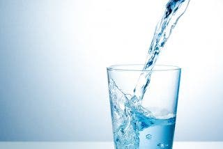 El agua tiene dos estados líquidos...¡y no se mezclan!