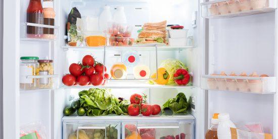 ¿En la nevera o en la despensa? Esta es la manera correcta de guardar los alimentos
