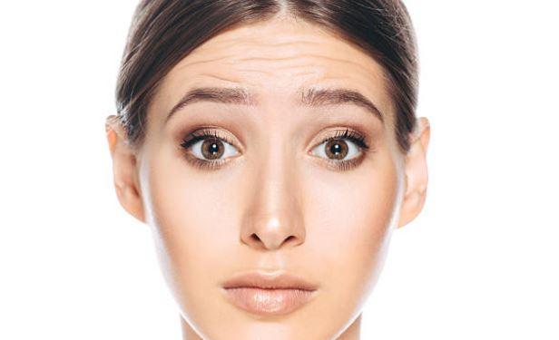 Causas comunes de arrugas en la frente