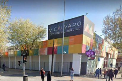 Tres delincuentes asaltan con un machete y un martillo la joyería del centro comercial de Vicálvaro