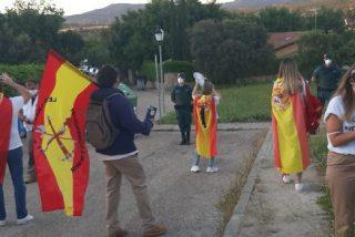 Así vivió Galapagar la debacle electoral de Podemos: detenciones, amenazas y multas de 600 euros por 'festejar' ante el chalet de Iglesias