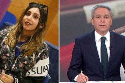 """El libelo de Dina Bousselham rabia con los éxitos de Vallés: """"Se lleva 24.000 euros de un premio patrocinado por el BBVA"""""""