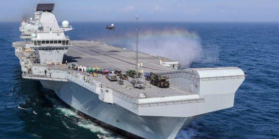 """China amenaza con dar """"una paliza"""" al portaaviones más grande del Reino Unido"""