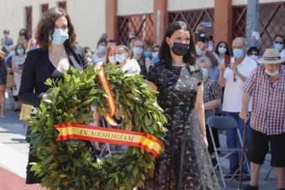 La presidenta de la Comunidad de Madrid rinde homenaje a las víctimas del COVID-19