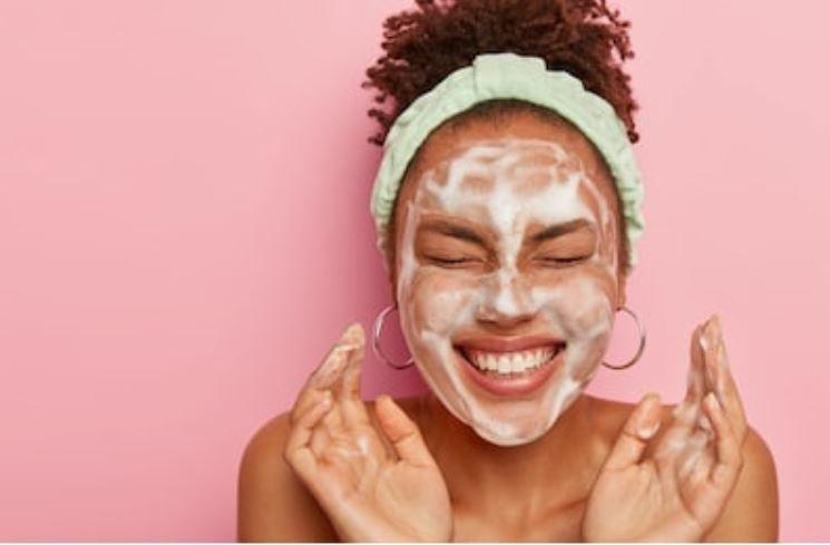 lavarse la cara con jabón
