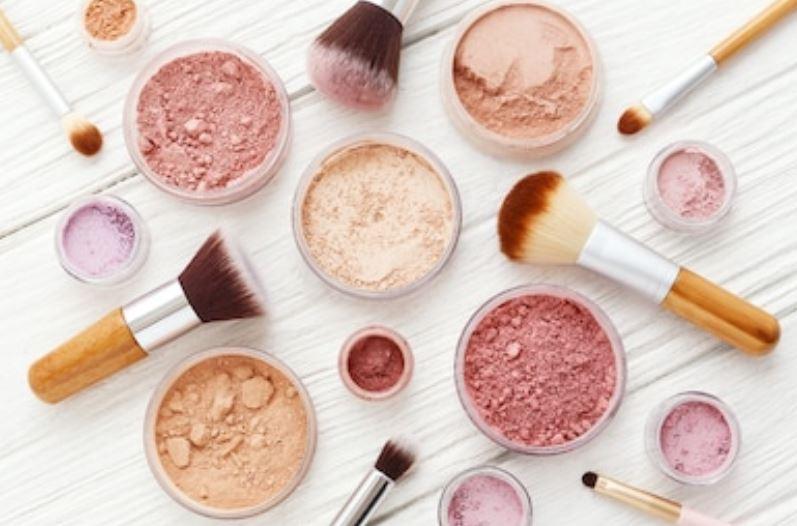 varios tonos de Maquillaje mineral