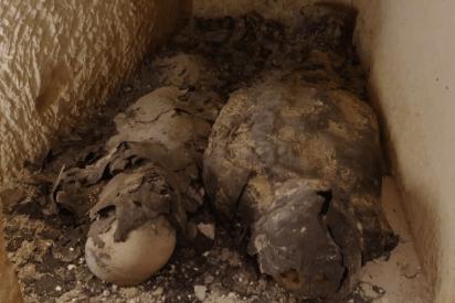 El increíble hallazgo dedos momias cubiertas de oro que podría llevar a la tumba de Cleopatra
