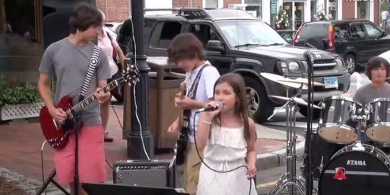 """Niña canta """"Black Dog"""" de Led Zeppelin y deja alucinado al personal"""