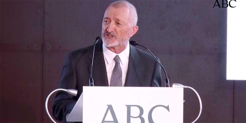 El formidable discurso de Pérez-Reverte en defensa de la libertad de prensa que hará palidecer a los censores podemitas