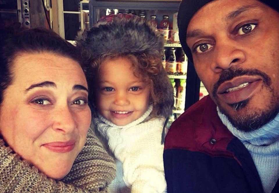 La tremenda lista que elabora una mujer blanca casada con un hombre negro que explica la pesadilla de lidiar con el racismo