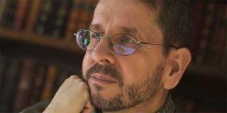 """Rafael Narbona, crítico literario: """"Vivimos como en 'Fahrenheit 451': se impone la idea que los libros son peligrosos porque nos hacen pensar"""""""