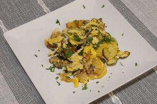 Revuelto de patatas y calabacín: receta fácil y rápida
