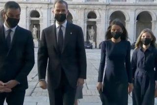 Nueva pifia de protocolo del 'patoso' Pedro Sánchez: así 'se coló' con la Familia Real