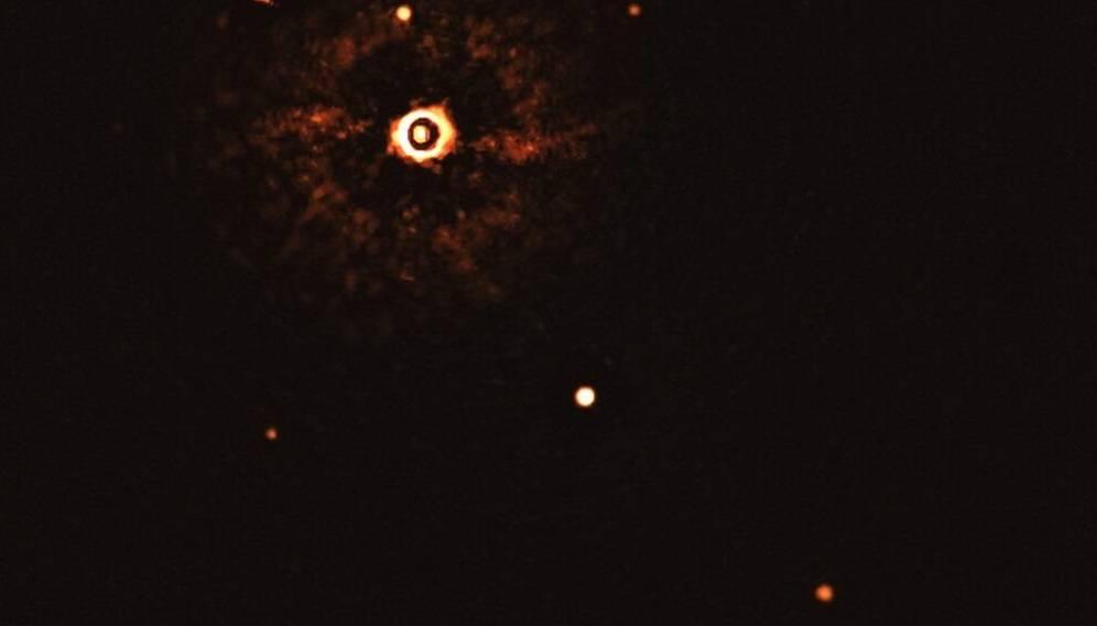 Un telescopio capta inéditas imágenes de un sistema planetario similar al de la Tierra