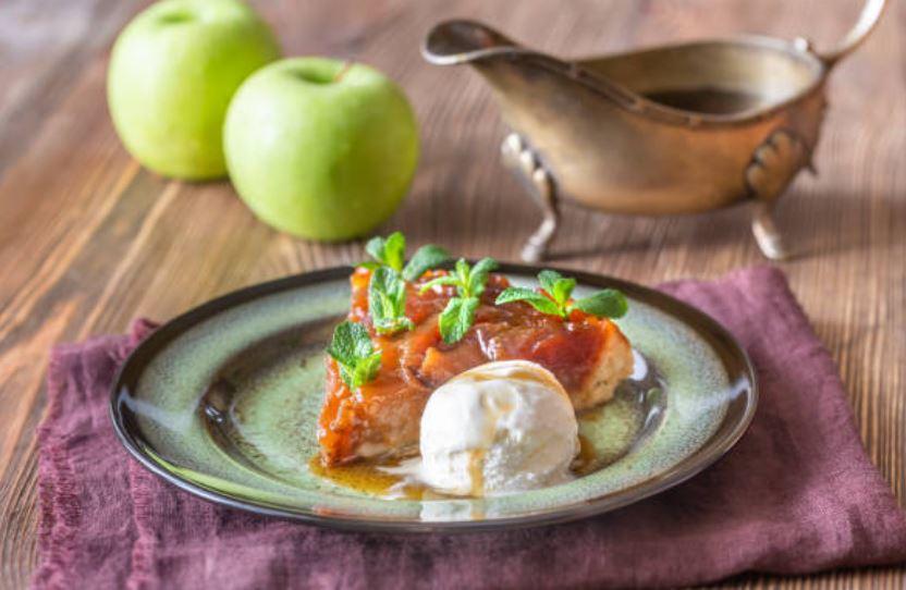 Tarta Tatín de manzana con helado