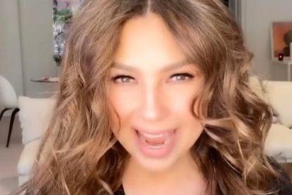 """Thalía sufre un accidente grabando un vídeo de Tik Tok: """"¡Tómala! Por quererte lucir"""""""