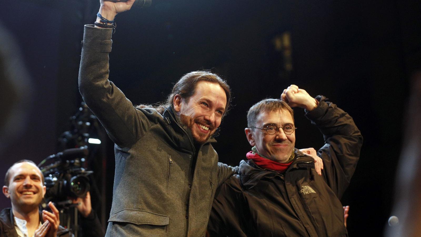 La impactante foto que Iglesias y Monedero no han podido ocultar: sonrientes y abrazados con la escolta de Maduro