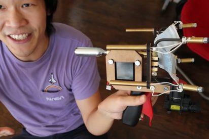 Una pistola que dispara mascarillas 'ajustables', el nuevo invento de un 'youtuber'estadounidense