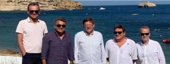 La tropa socialista 'da ejemplo' en Valencia y posa sin mascarillas en plena escalada de los rebrotes