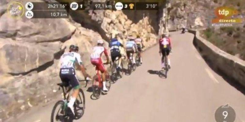Un comentarista de TVE se va a orinar en directo con el micro abierto durante el Tour de Francia