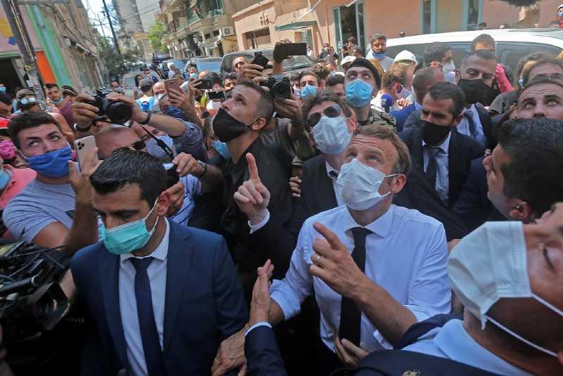 """Emmanuel Macron visita Beirut para ofrecer ayuda internacional, pero exige mejoras en la """"crisis política y ética"""" de Líbano"""