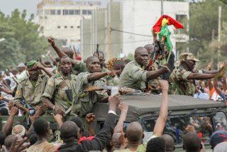 Golpe de Estado en Mali: los militares arrestan a los ministros y fuerzan la renuncia del presidente