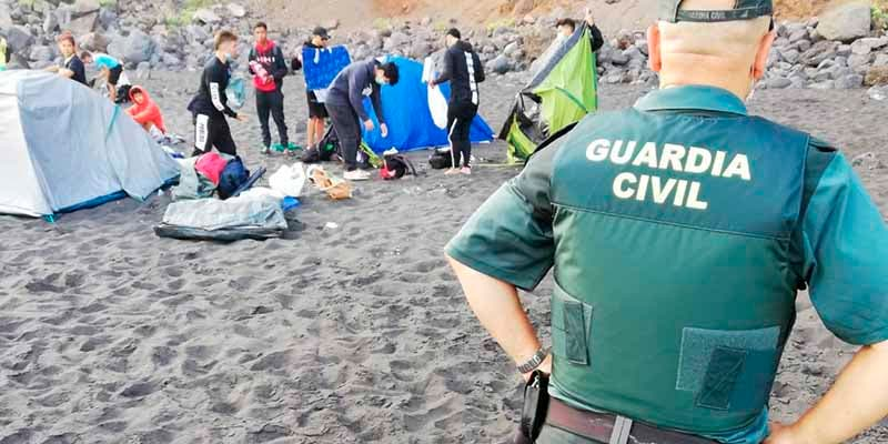 Alarma en Tenerife: la Guardia Civil descubre una quedada en una playa para difundir el COVID-19