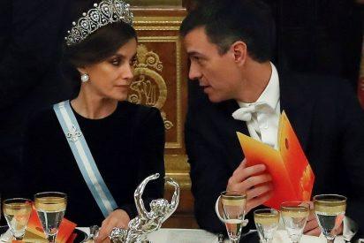 Los 'conspiranoicos' culpan ahora a la 'plebeya Letizia' del forzado exilio del Rey Juan Carlos I