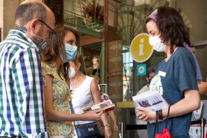 Levy agradece a comerciantes y hosteleros de la Plaza Mayor su esfuerzo para hacer de Madrid un destino seguro