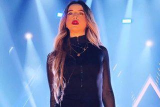 """""""O haces el concierto o te bajas"""": Lola Índigo vive su momento más embarazoso sobre un escenario"""