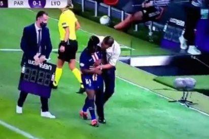 Fútbol y Sexo: ¿metió mano o sólo consolaba el entrenador del PSG a su jugadora en Champions?
