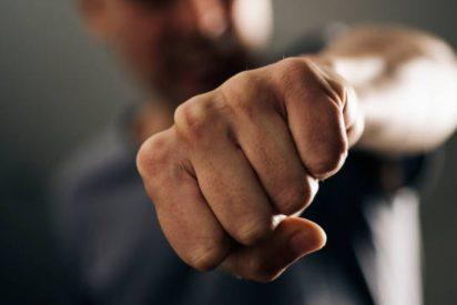 La Policía arresta a un boxeador por sacudir a dos agentes y a los camareros que le recriminaron no pagar 4 chupitos