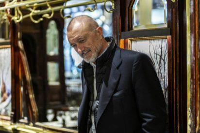 """Pérez-Reverte saca el mal genio con un tuitero que le acusó de ser de derechas: """"Imbécil"""""""