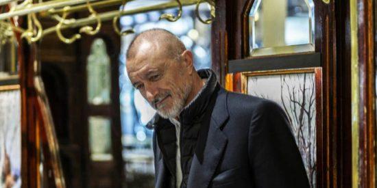 """Arturo Pérez-Reverte, acosado en la calle por una mujer con aviesas intenciones: """"Me tenía acojonado"""""""