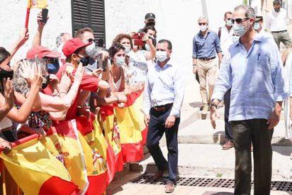 """Menorca 'destrona' a Sánchez e Iglesias con un apoyo masivo a Felipe VI: """"Viva España y viva el Rey"""""""