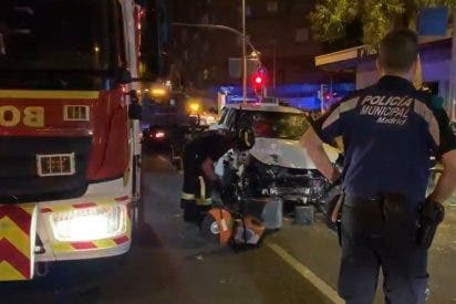 Un taxi arrolla la terraza de un bar en Madrid y deja una mujer muerta y siete heridos