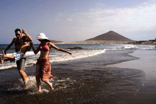 Canarias busca salvar la temporada de verano