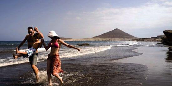 Canarias permitirá que los viajeros internacionales entren a las islas con test de antígenos