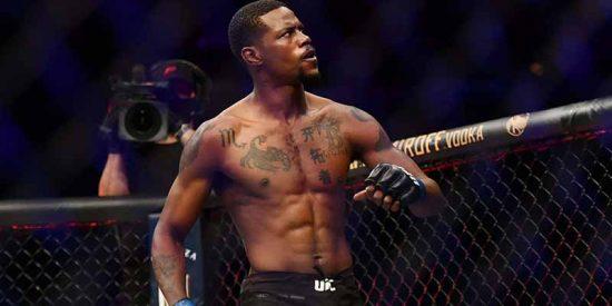 Derechazo mortal en la UFC: su rival queda retorciéndose y el árbitro lo salva de lo peor