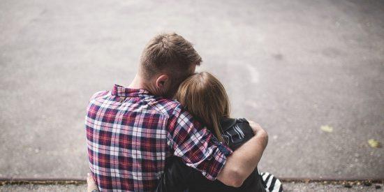 ¿Sabes qué es el 'Hambre de piel' y por qué necesitamos los abrazos?