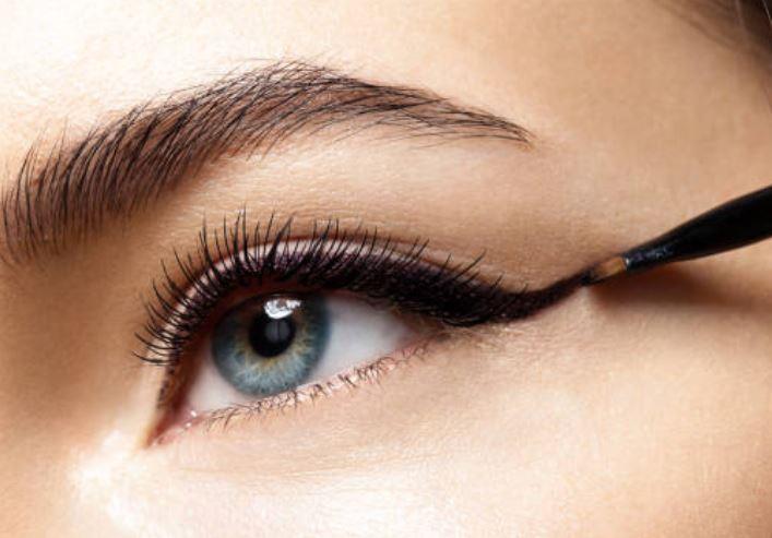 brocha o pincel de ojos para mezclar sombras de ojos