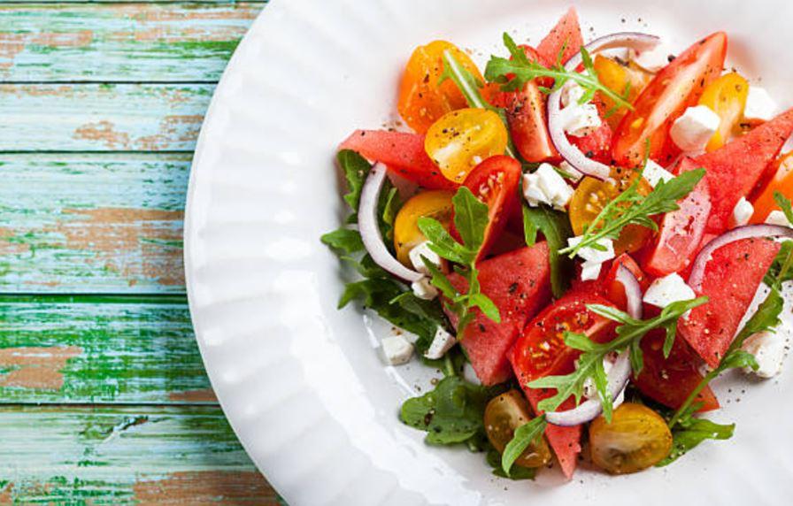 ensalada de sandía con tomates cherry