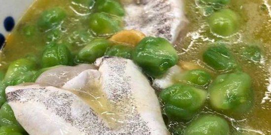 Garbanzos verdes con cocochas al pil pil: la receta de Chicote