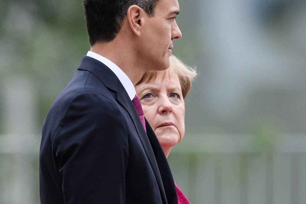 Palo mortal a Podemos: Merkel y Macron exigen a Sánchez que cese a Iglesias por un millonario motivo