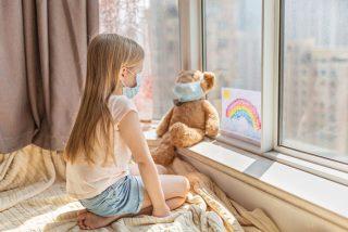 Los niños, el filón de asintomáticos del Gobierno para continuar con el plan