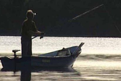 Un pez gigantesco ataca a una embarcación y mata al pescador