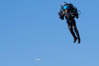 El FBI, tras la pista del 'hombre pájaro' que vuela a 1.000 metros de altura y muy cerca de vuelos comerciales