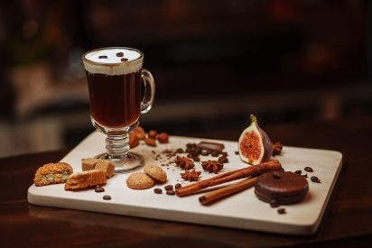Café irlandés: Cómo preparar en casa este legendario cóctel de whisky y café